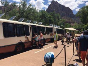 ザイオン国立公園移動用バス