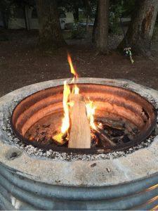 インターロッケンキャンプ場で焚火